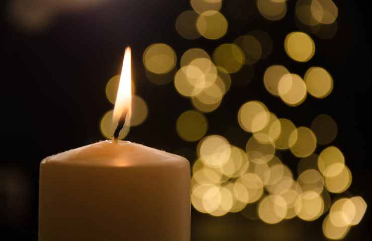 Singing carols by candlelight is popular in Australia.